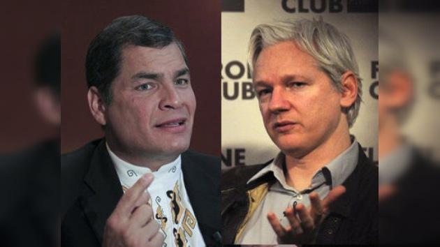 Rafael Correa concede una entrevista a Assange