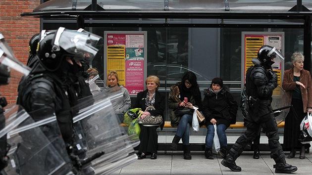 Fotos: Continúan las protestas violentas en Irlanda