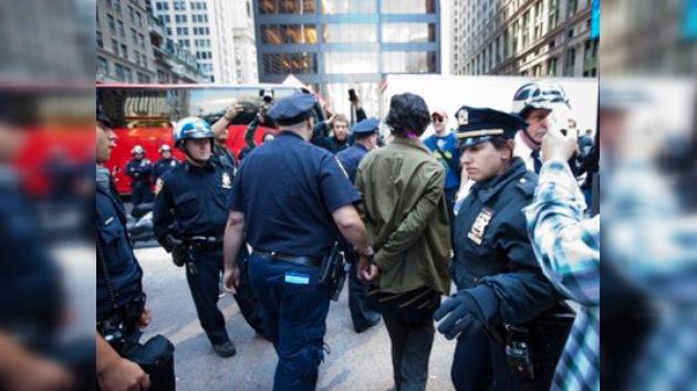 Nuevos arrestos en las protestas en Wall Street, la Policía usa fuerza