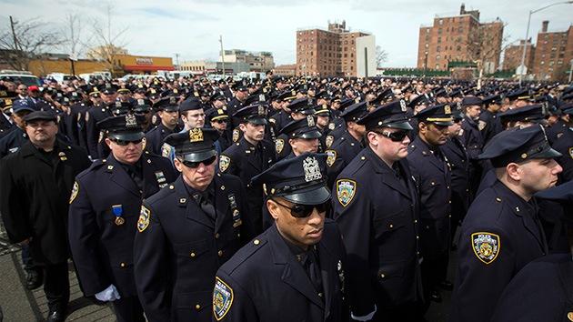 La Policía de Nueva York cae en su Red: Piden fotos de 'polis buenos' y las suben de abusos