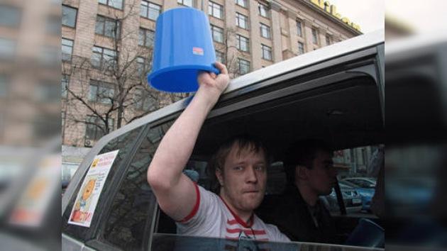 """Se radicalizan protestas de """"cubitos azules"""" en Moscú"""