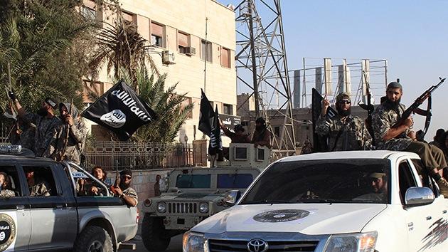 Fuertes imágenes: El Estado Islámico decapita en público por 'blasfemia'
