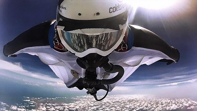 VIDEO: Bate cuatro récords mundiales con un solo salto