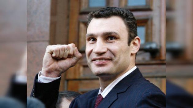 Vitali Klichkó defendió con éxito su título de campeón mundial