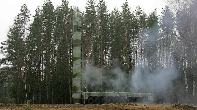 Rusia ensaya con éxito el cohete intercontinental Tópol