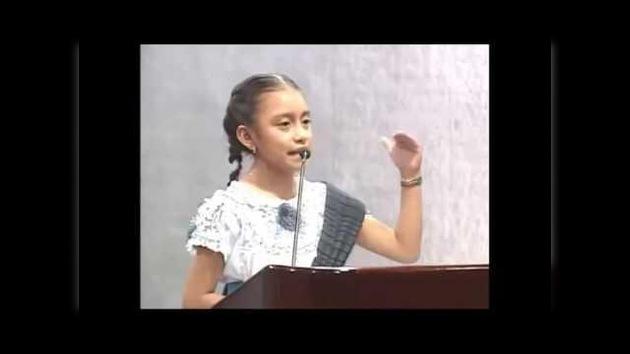 Video: Emotivo discurso de una niña orgullosa de ser indígena conmueve la Red