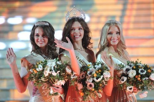 Rusia elige a su presidente... y a su Miss 2012