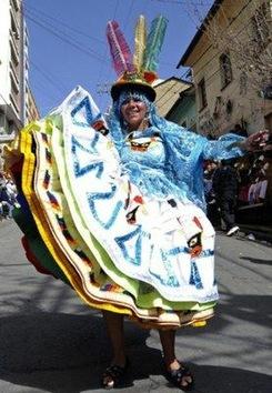 Bolivia celebra la riqueza y opulencia de sus bailes folclóricos
