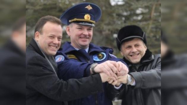 La nueva tripulación de la EEI se dirige a Baikonur