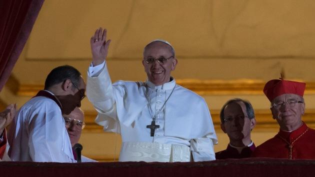 El nuevo papa Francisco empieza rompiendo las tradiciones igual que sus antecesores