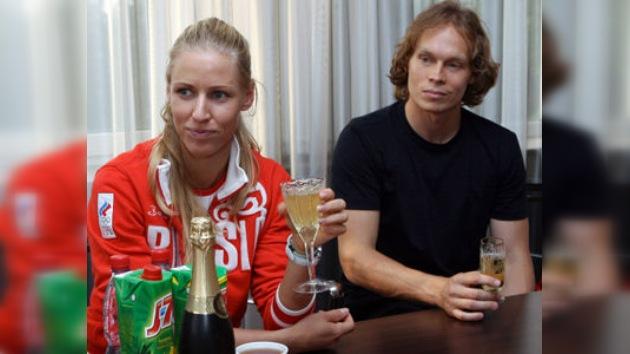 Las estrellas rusas del deporte, Deméntieva y Afinoguénov, se dan el 'sí quiero' en Moscú