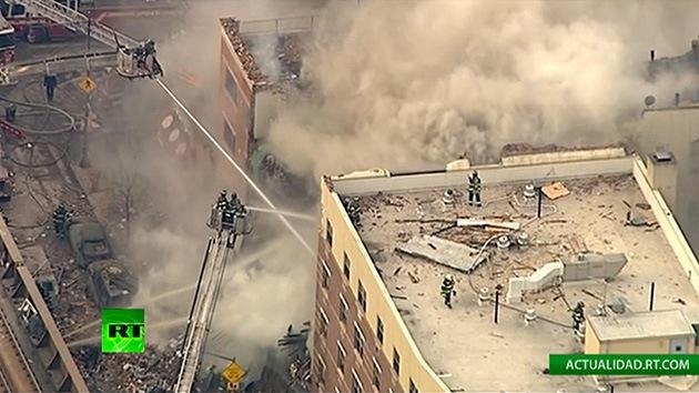 Una explosión causa el derrumbe de un edificio en Manhattan dejando a personas atrapadas
