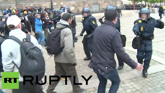 Video: La Policía danesa dispersa a activistas antifascistas en Copenhague