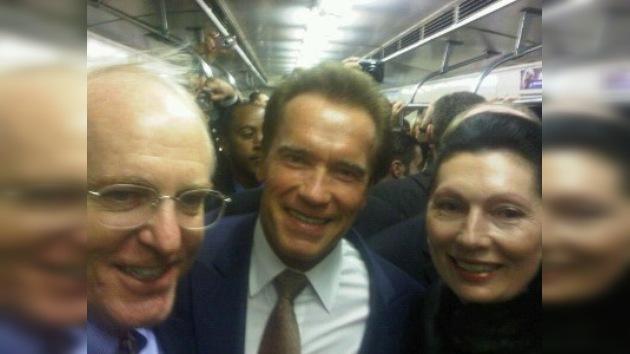 Schwarzenegger visita el metro de Moscú antes de ir a Skólkovo
