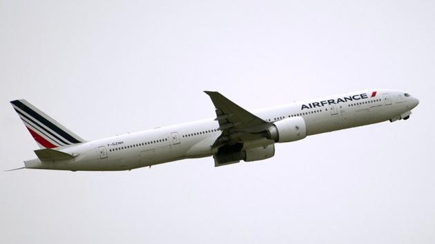 Un hombre cae en Níger desde un avión de Air France