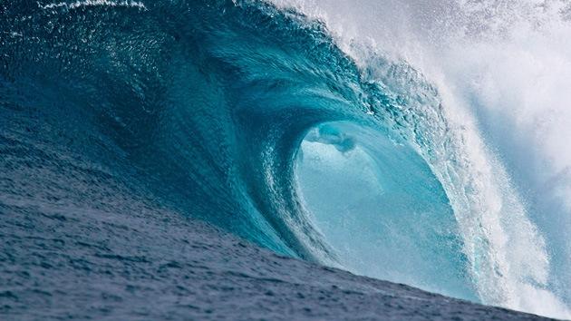 Alerta roja: China espera olas de 9 metros de altura