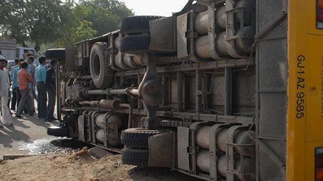 India: El accidente de un autobús escolar deja al menos 11 niños muertos