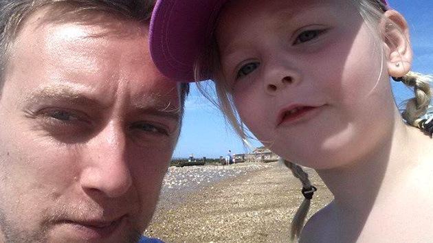 Un padre moribundo escribe una conmovedora carta llena de consejos para su hija enferma