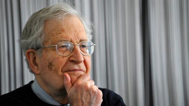 """Chomsky: El pueblo es un """"enemigo temible"""" para el Gobierno de EE.UU."""