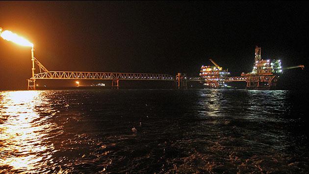 El petróleo de Irán da la espalda a Occidente y encuentra su 'ruta de la seda' por Oriente