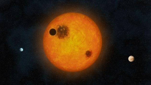 Hallan el primer sistema planetario alineado como el Solar