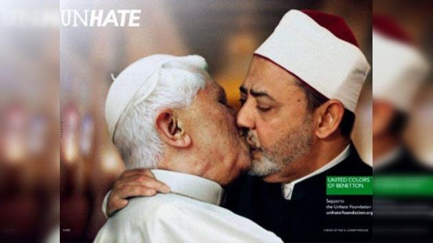 Benetton retira las fotos del Papa besando en la boca al imán de Egipto