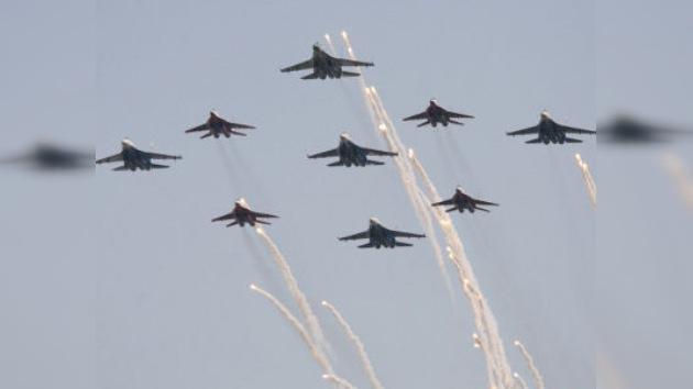 El caza de quinta generación T-50 asoma la nariz en MAKS-2011