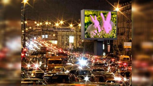 Unas imágenes pornográficas provocan atascos en las calles de Moscú