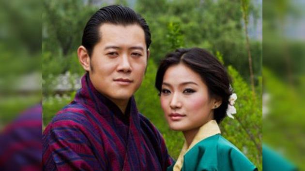 Con el enlace del jefe de Estado más joven del mundo continúa la serie de bodas reales