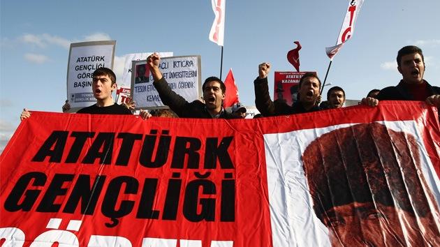 Tribunal condena a 257 personas y absuelve a 21 por supuesto complot en Turquía