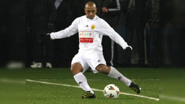Roberto Carlos debuta en el fútbol ruso frente al campeón de la liga