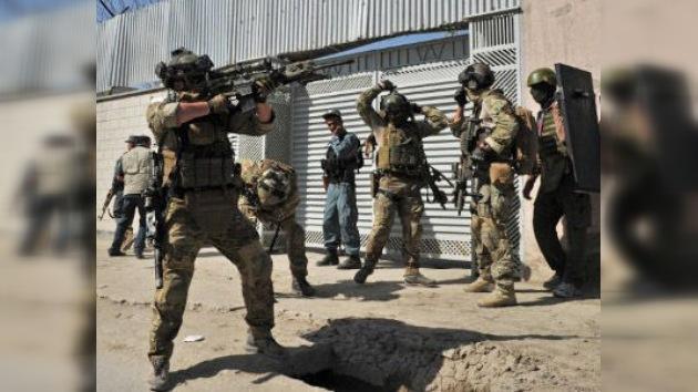 Detienen en Afganistán a varios insurgentes con diez toneladas de explosivos