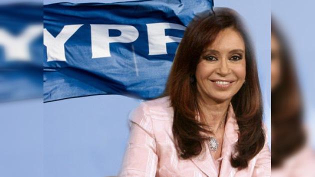 Cristina Fernández de Kirchner promulga la ley de expropiación de YPF