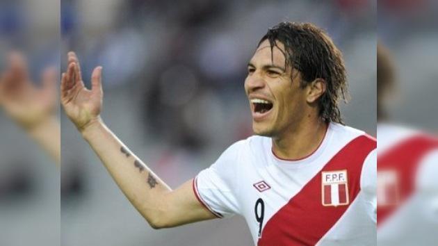El peruano Paolo Guerrero, máximo goleador de la Copa América