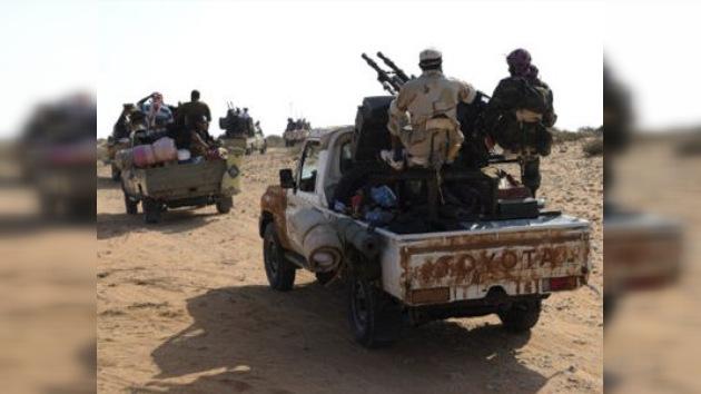 Tropas militares leales a Gaddafi huyen hacia Níger