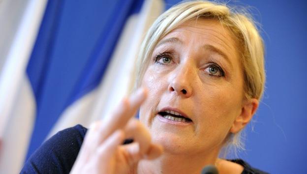 La líder ultraderechista francesa pide prohibir el velo y la kipá