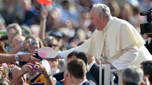 El papa Francisco dona 200 euros a una anciana italiana que sufrió un robo