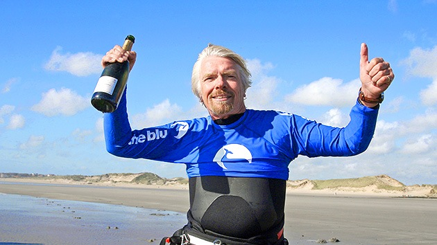 Multimillonario atraviesa en kitesurf el canal de La Mancha