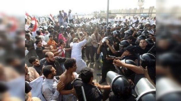 Enfrentamientos entre partidarios y opositores marcan el proceso contra Mubarak