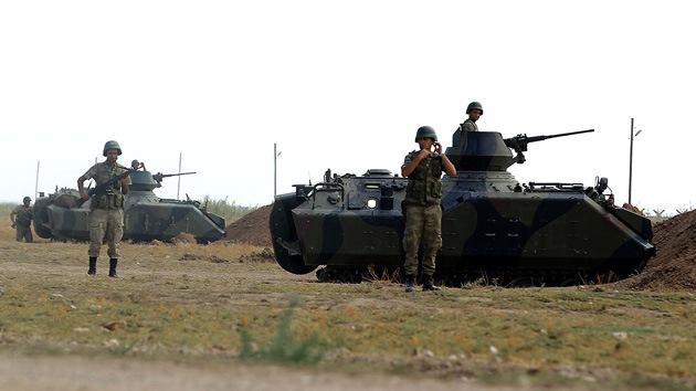El Ejército turco despliega tropas cerca de la frontera con Siria