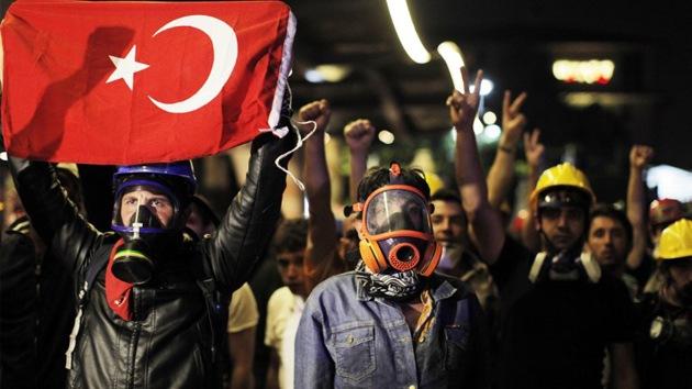 El Gobierno turco 'peina' Twitter en busca de organizadores de las protestas