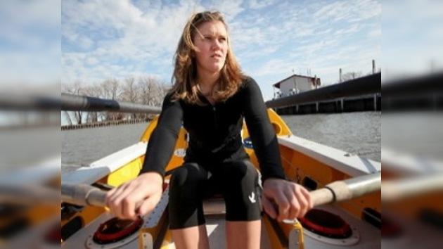 Una navegante se convierte en la más joven en atravesar el Atlántico a remo
