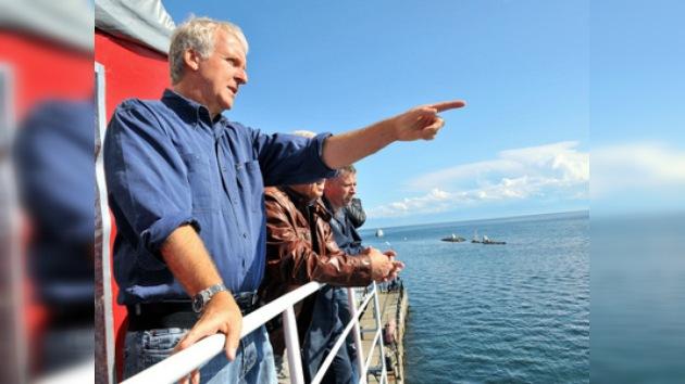 James Cameron, buzo honorífico del lago ruso Baikal