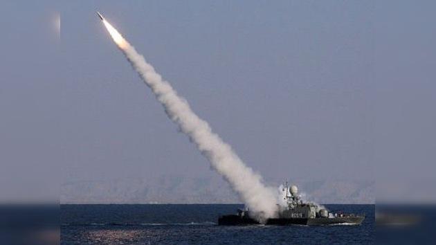 El duelo Irán-EE. UU. continúa: pruebas de misiles contra sanciones económicas