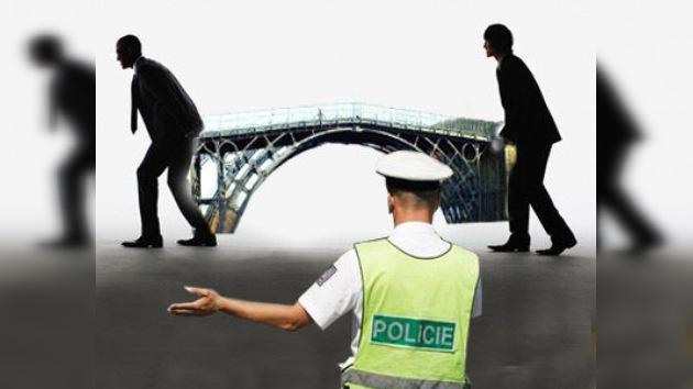Roban un puente peatonal de 10 toneladas en la República Checa