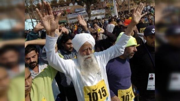 """El maratonista más viejo del planeta impone su """"marca"""" en Toronto"""