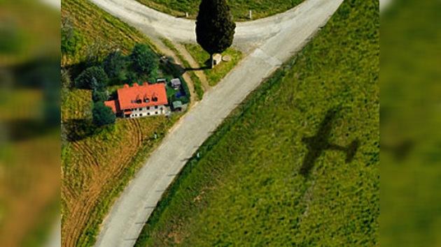 Un avión deportivo se estrella contra una casa privada en EE. UU.