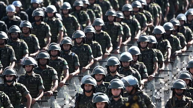 Brasil despliega tropas para asegurar las fronteras para el Mundial de Futbol 2014