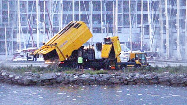 Gibraltar vierte basura al mar cerca de sus costas