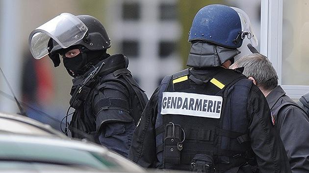 París: Un soldado es acuchillado en el cuello por un hombre de origen norteafricano